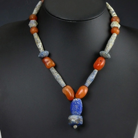 Necklace with ancient lapis lazuli and carnelian beads
