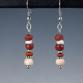 Earrings with Roman red glass, shell, carnelian beads