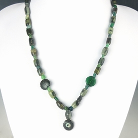 Necklace with Roman green glass, serpentine, hematite beads