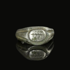 Roman silver ring with palm leaf design