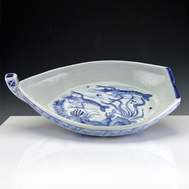 Japan, Arita blue and white porcelain boat shaped dish