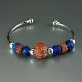 Bracelet with Roman blue and red glass beads