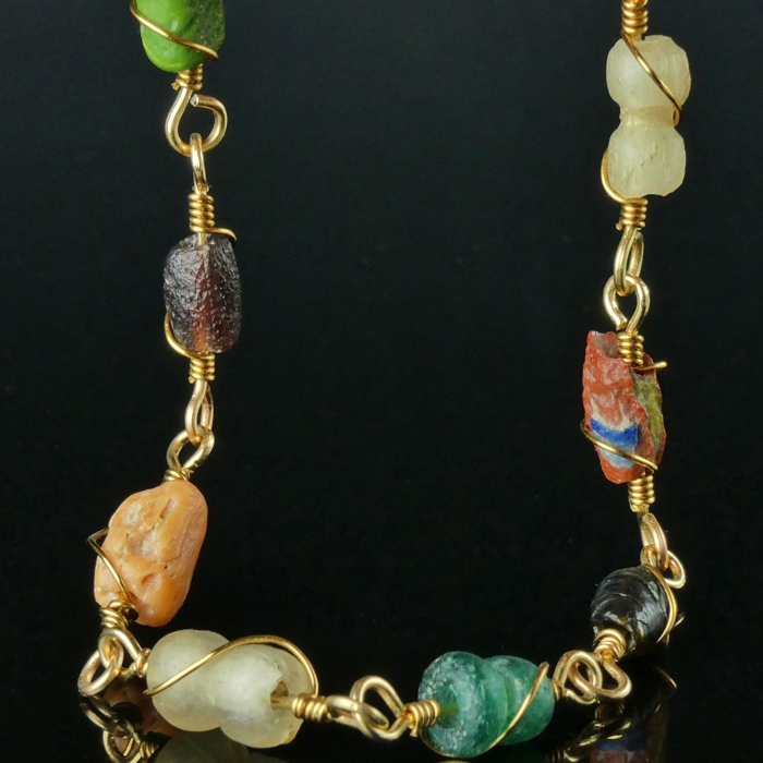 Bracelet with Roman multicoloured glass and coral beads