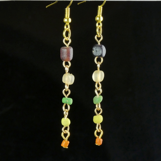 Earrings with Roman multicoloured glass beads