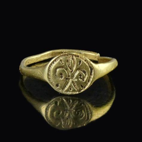 Medieval gold ring with fleur-de-lis