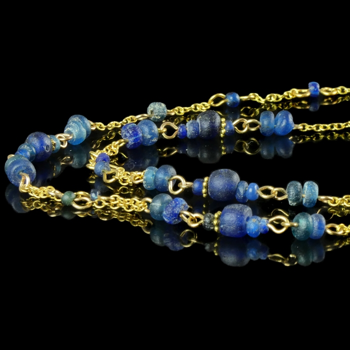 Necklace with Roman blue glass beads
