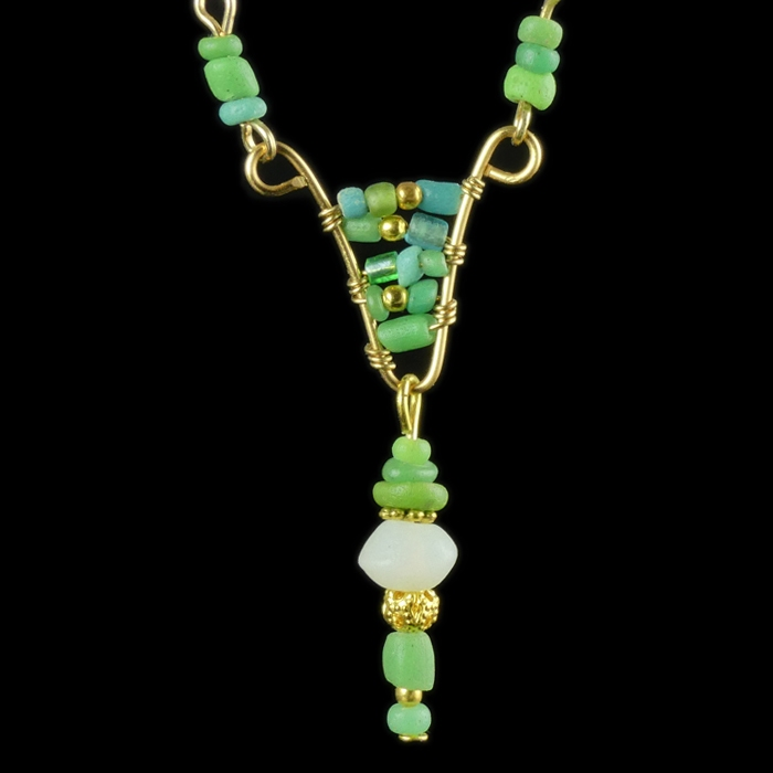 Necklace with Roman green and white glass beads