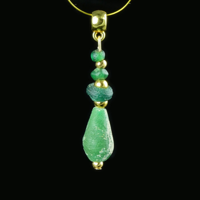 Pendant with Roman green glass beads