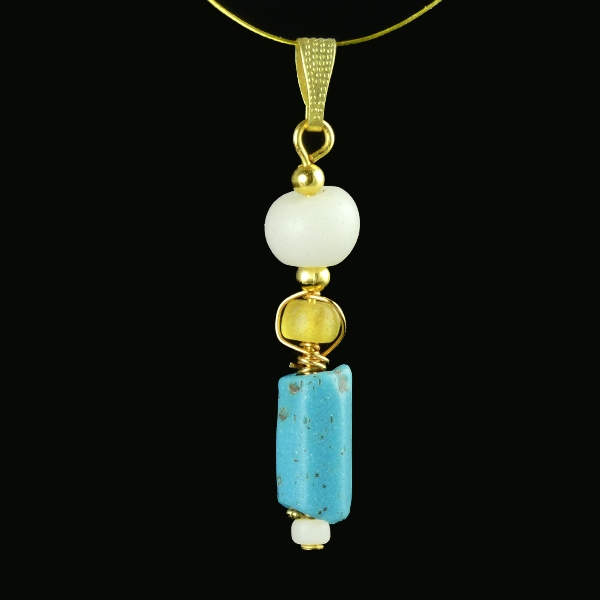 Pendant with Roman turquoise, yellow and white glass beads