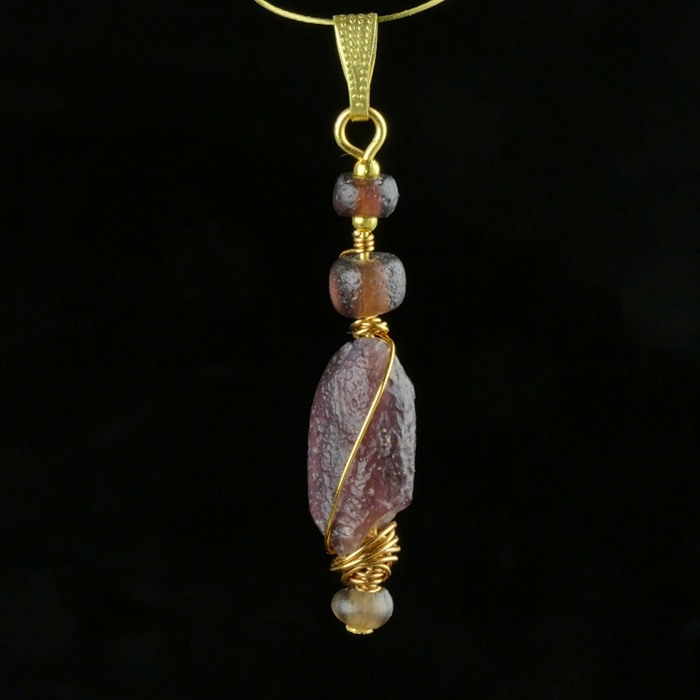 Pendant with Roman wire-wrapped purple glass beads