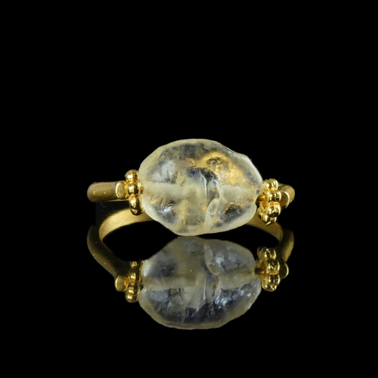 Ring with a Roman semi-translucent glass bead