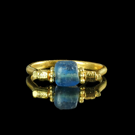 Ring with Roman blue glass bead