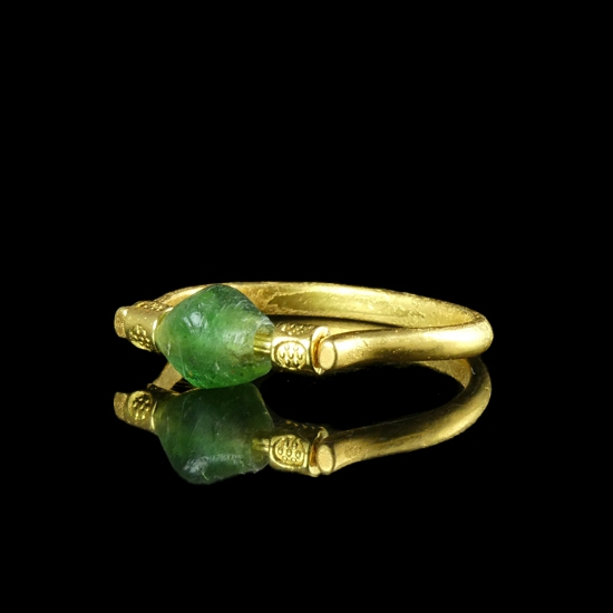 Ring with Roman green glass bead