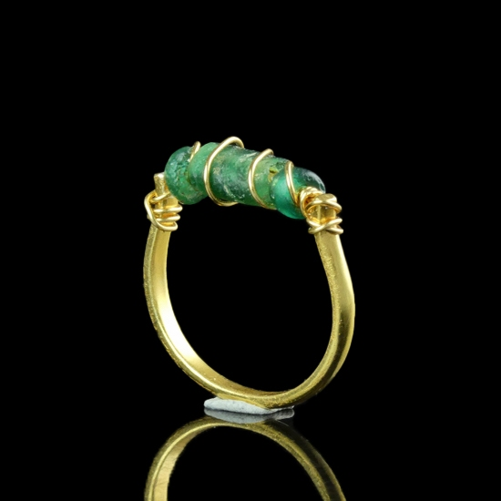 Ring with Roman wire-wrapped green glass beads
