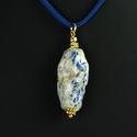 Pendant with glazed chalcedony quartz bead